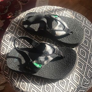 Black/Gray Sanuk kids/toddler sandal size 9/10